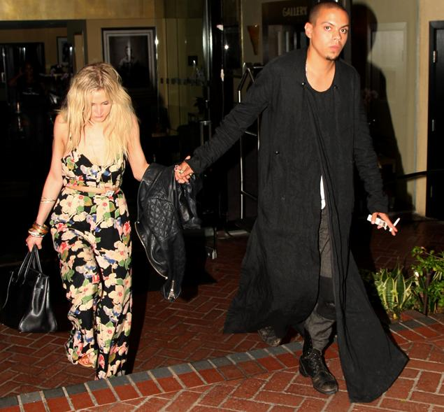 Ashlee Simpson and Evan Ross tie the knot
