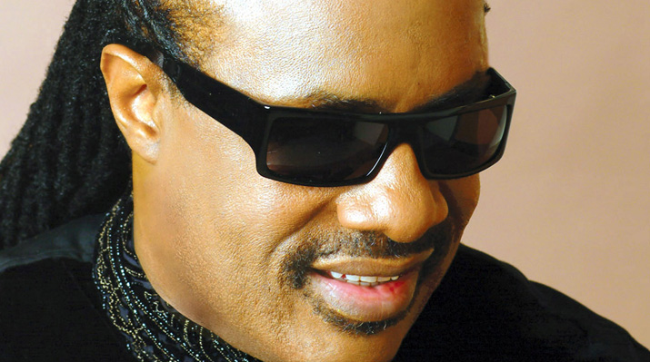 Dad of 7 Stevie Wonder and fiancee expecting triplets