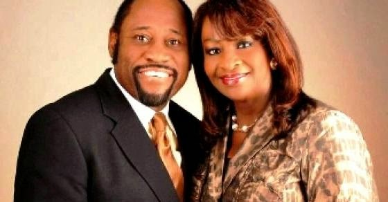 Internationally Renowned Preacher  Dr. Myles Munroe and Wife Ruth Killed In Bahamas Plane Crash
