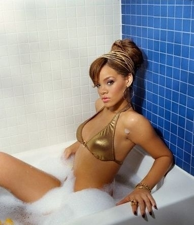Rihanna hot girl bath for Hot bathroom