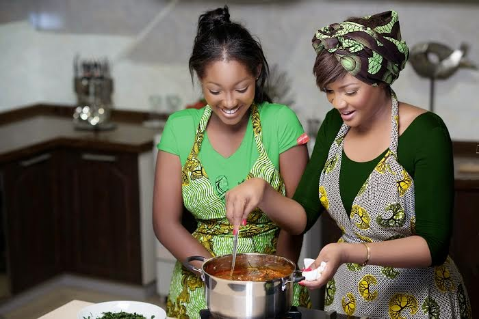 Omotola and her daughter Meraiah Ekehinde in a Knorr commercial