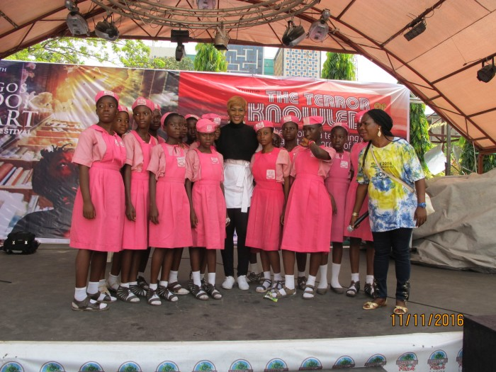 stephanie-linus-mentors-students-at-the-lagos-book-arts-festival-2016-2