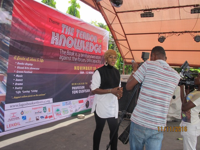 stephanie-linus-mentors-students-at-the-lagos-book-arts-festival-2016
