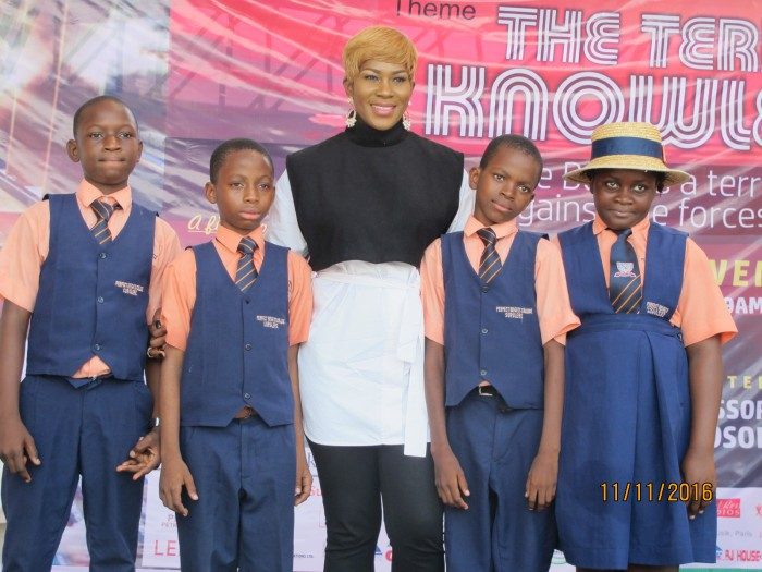 stephanie-linus-mentors-students-at-the-lagos-book-arts-festival-2016-1