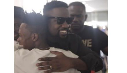 Sarkodie, Akwaboah, thousands troop in to support Strongman's STN EP launch