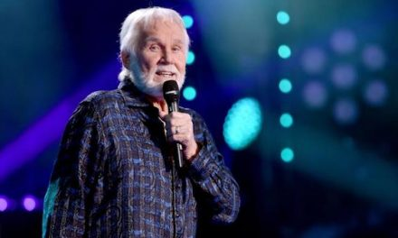 Kenny Rogers Country Music Legend Dies…